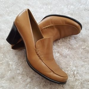 Franco Sarto tan loafers with heel size 7 1/2